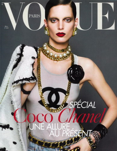 Tres Vogue Paris: The Classic Chanel Chain Belt