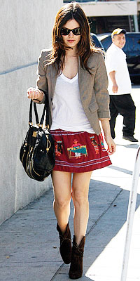 Paparazzi friendly outfits: RBils works the boho mini with fitted blazer and booties. Fashion contrasts. Love it.