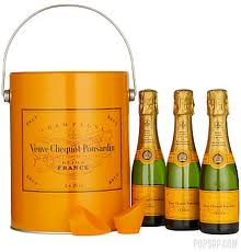 My champagne of choice is Moet but Veuve makes some very nice holiday giftsets. Check out these mini champagne bottles that you can give out to friends with colourful straws for a NYE part-ay! Go socialite!