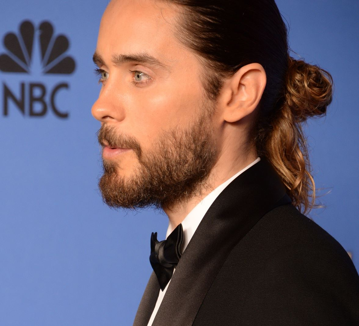 Real men wear buns, not of the ballerinka variety. Jared chez the Golden Globes