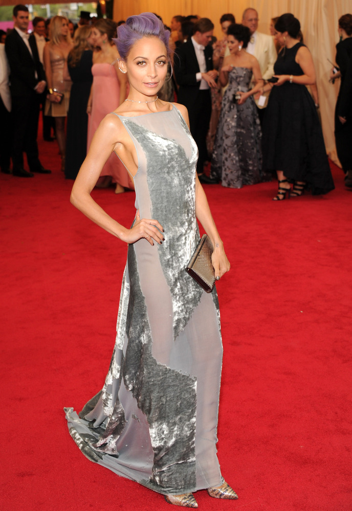 Risqué Nicole Richie in Donna Karan. She kind of looks like Elsa from Frozen, non?