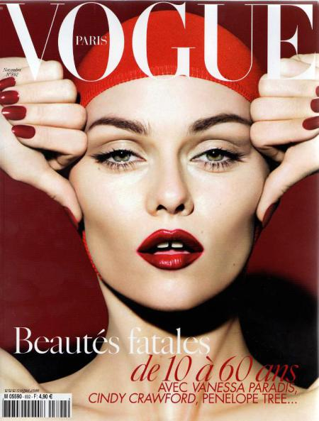 Don't leave your red lipstick at home! Channel Vanessa Paradis rouge attitude