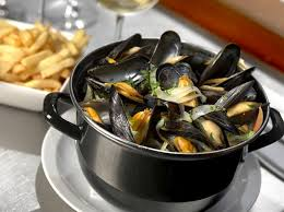 Moules frites is le diner de champions...not ladylike but whatever.